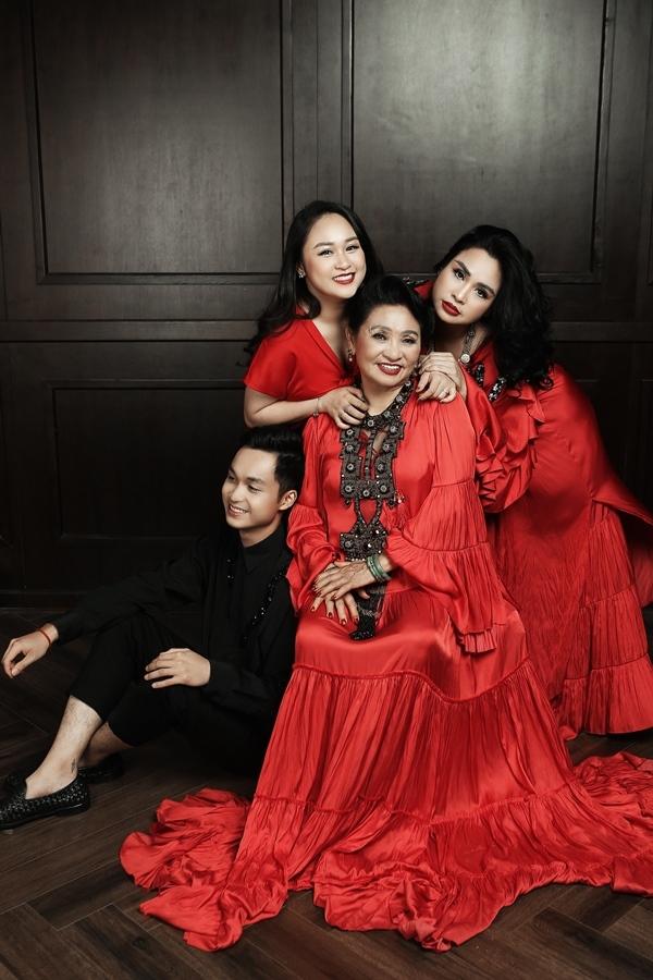Ảnh hạnh phúc của 3 thế hệ nhà diva Thanh Lam