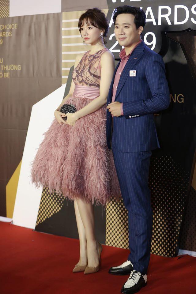 Lần đầu Hari Won đụng hàng Angela Phương Trinh: Cả hai cùng mất điểm vì lộ mút ngực-1