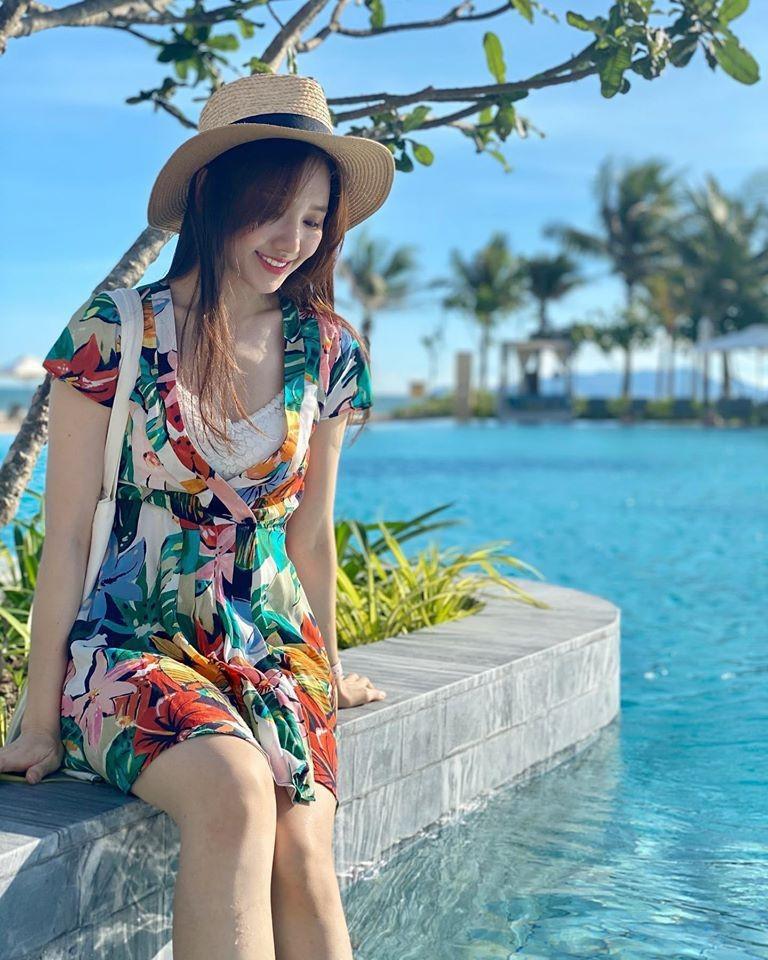 Sao 25/6: Linh Rin - Phillip Nguyễn đăng ảnh tình cảm về nhau