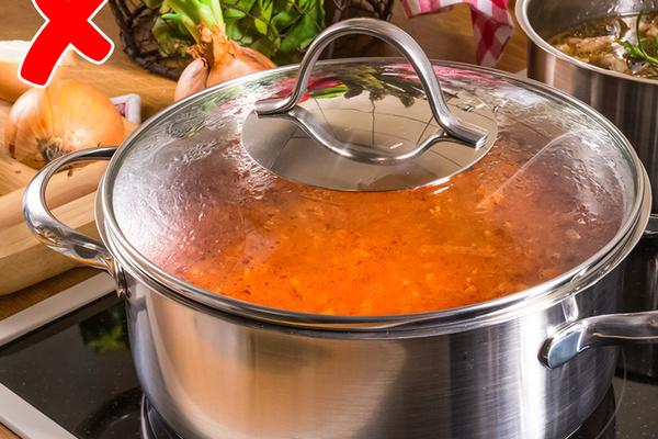 Nấu ăn tại nhà mùa dịch, đừng mắc phải 7 sai lầm gây hại sức khỏe