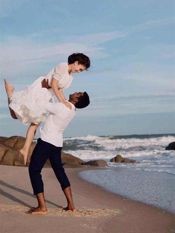 Hôn nhân ngọt ngào của thầy giáo yoga và Nguyệt Ánh 'Cổng mặt trời'