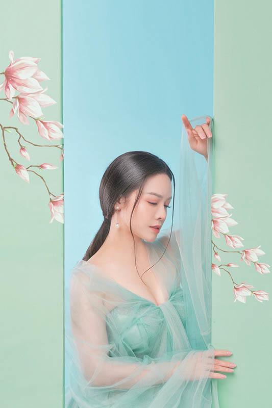 Nhật Kim Anh đẹp dịu dàng với hình tượng cổ trang
