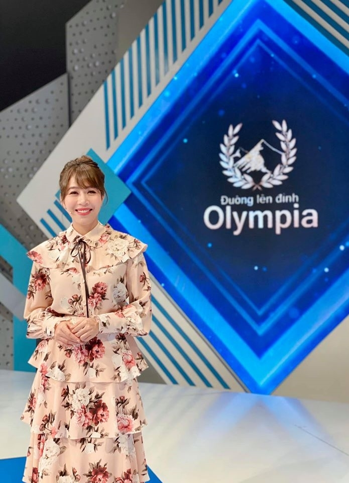Nữ MC xinh đẹp hay cười, hát hay của 'Điều ước thứ bảy'