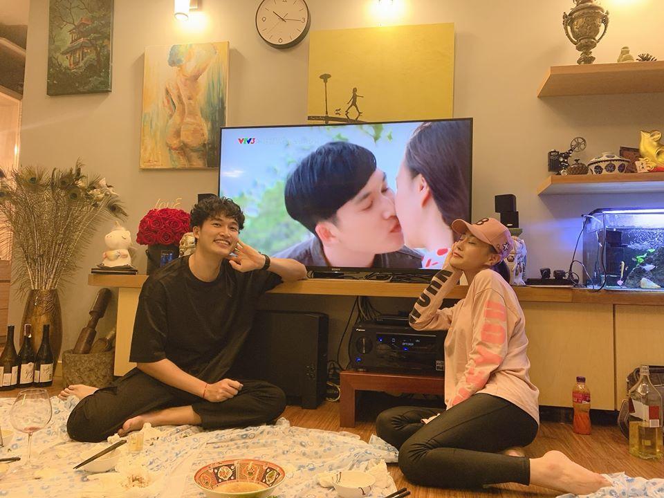 Hậu trường cảnh hôn Phương Oanh và Đình Tú phim 'Cô gái nhà người ta'
