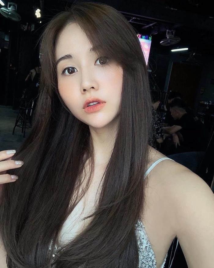 MC Diễm Quỳnh xinh đẹp bên 'giọng đọc huyền thoại' NSƯT Kim Tiến