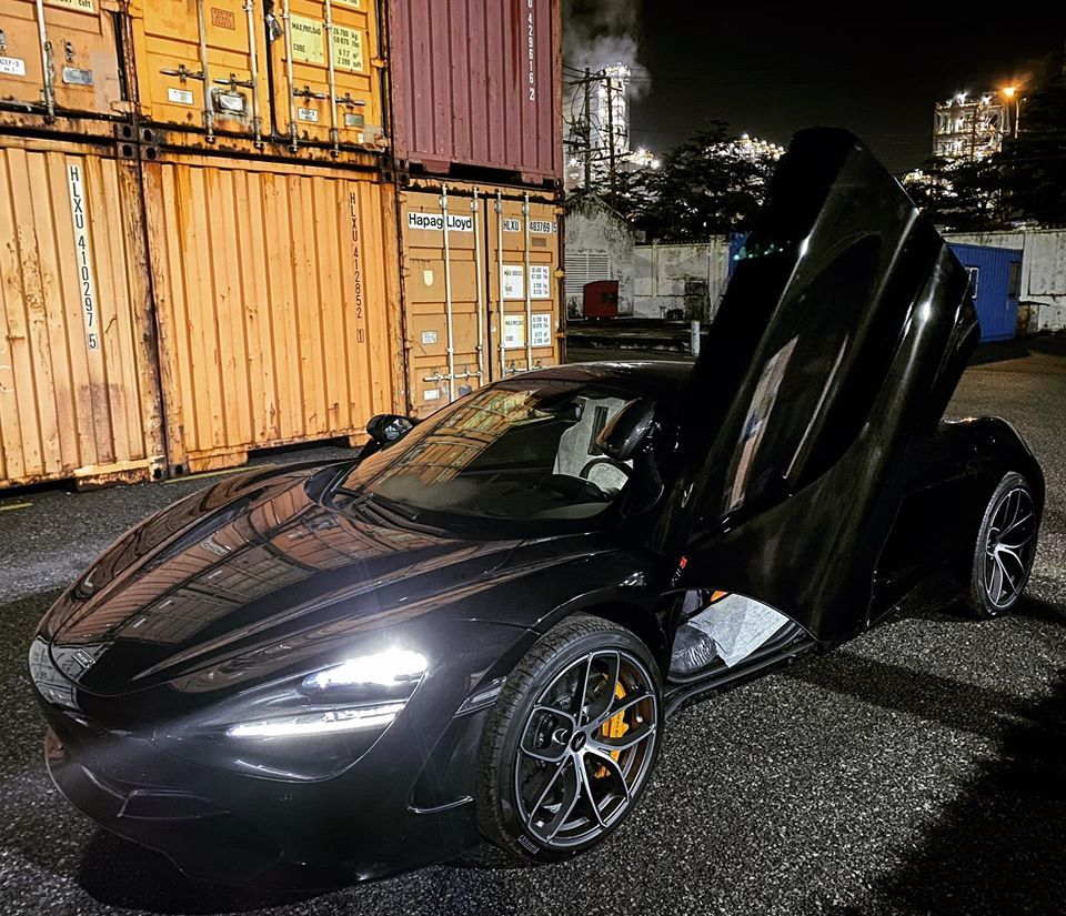Loạt siêu xe 'chào hàng' đại gia Việt giá vài chục tỷ đồng