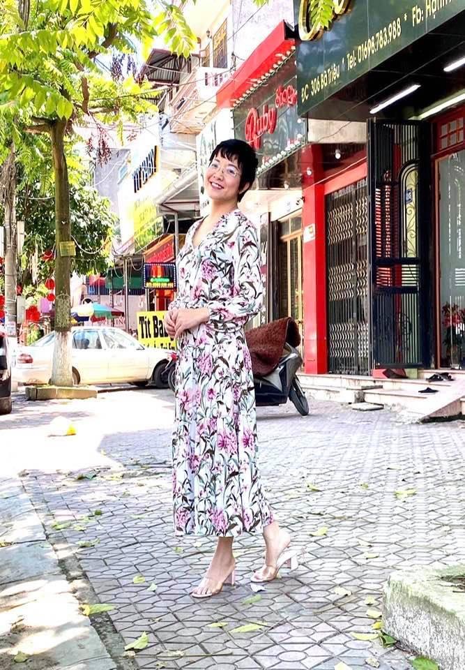 BTV Mai Ngọc khoe sắc bên Ngọc Hân, ví như 'hai chị em khủng long'
