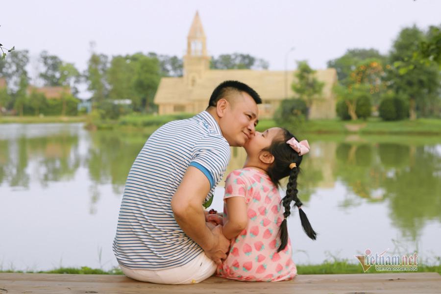 Tổ ấm hạnh phúc của NSND Tự Long và vợ xinh đẹp kém 12 tuổi