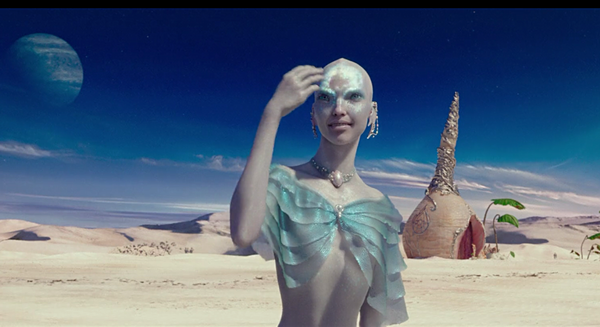 Sasha Luss trong Valerian and the City of a Thousand Planets